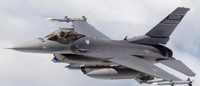 [Obrázky: f16-za-letu.jpg]